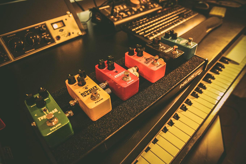 nux efekty gitarowe seria mini core jakie efekty gitarowe do rocka distortion przester