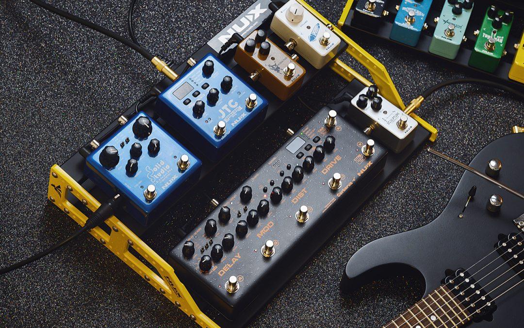 Jak podłączyć efekty gitarowe na pedalboardzie?